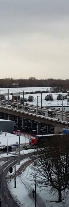Witte deken over regio: fileleed en sneeuwpret