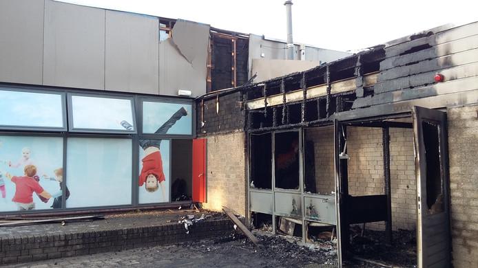 Martinus van Beekschool flink beschadigd na felle, nachtelijke brand.