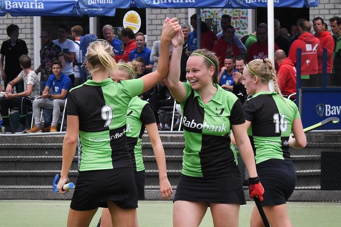 Judith de Wit (midden) scoorde twee keer voor Boxmeer.