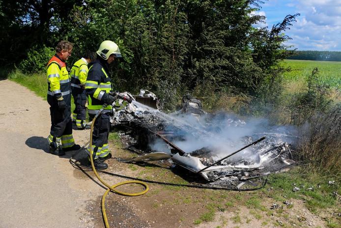 Brandweerlieden hebben het vuur gedoofd.
