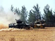 Turkse tanks rijden Syrië binnen