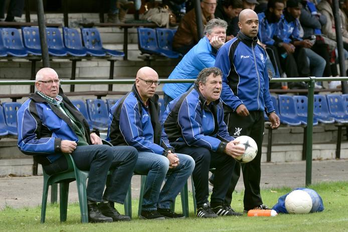 Trainer Marlon Keizer (rechts) verlaat Eendracht Arnhem na dit seizoen. Archieffoto.