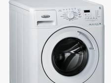 Opletten voor wasmachine op de A29 bij Numansdorp