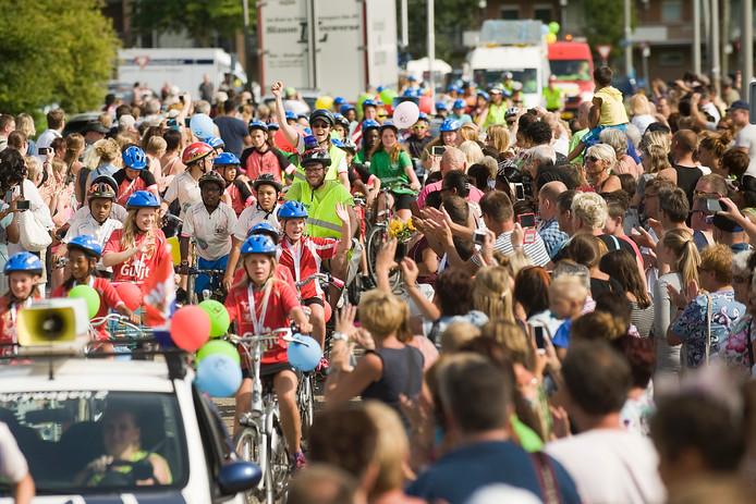 De finish van de 65e editie van Ome Joop's Tour 2015 in Arnhem .