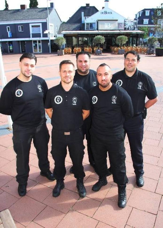 Vijf van de zes straatcoaches die actief zijn in Boxmeer. Foto: Gemeente Boxmeer