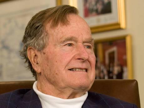 Oud-president George Bush (92) opgenomen in ziekenhuis