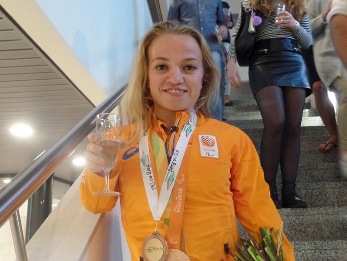 Lara Baars in het gemeentehuis in Groesbeek.