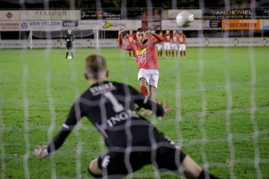 HSV Hoek wint een nieuwe strafschoppenreeks van FC Lisse.