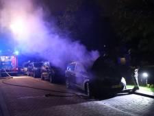 Zevende autobrand in één maand tijd in Gouda, nu op de Da Costakade