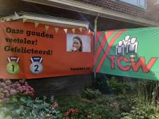 Huis van olympisch kampioen Annemiek van Vleuten versierd