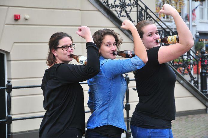 Het bestuur van het vrouwenbiergilde: van links naar rechts Maaike Matthijssen, Linda van Hooijdonk en Birgit Danen.