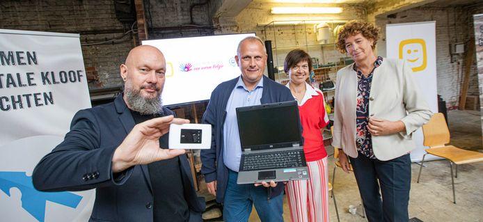 David Loyen van Link in de Kabel, Mark Lens van Ondernemers voor een Warm België, Ann Caluwaerts van Telenet en federaal minister Petra De Sutter