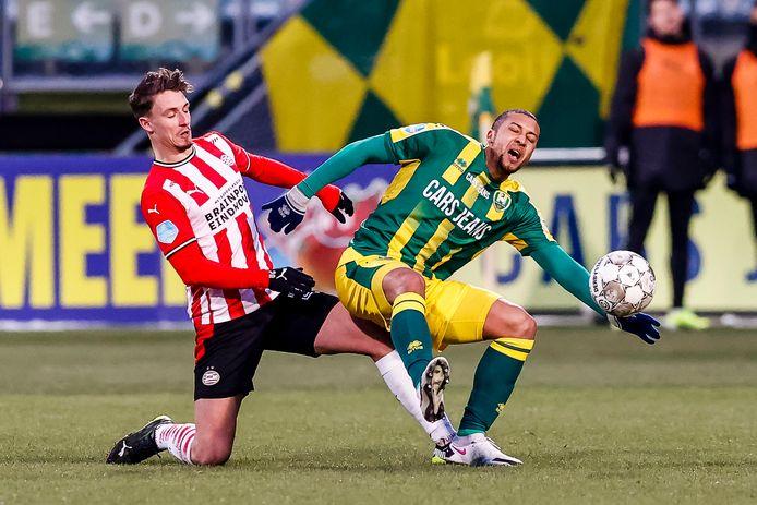 Olivier Boscagli in duel met Gianni Zuiverloon.