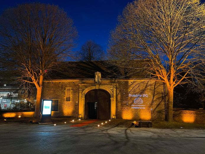 De ingang van het Oud Gasthuis
