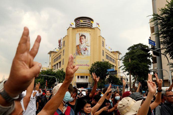 Beeld van een protest in Bangkok tegen de overheid en de monarchie in oktober vorig jaar.