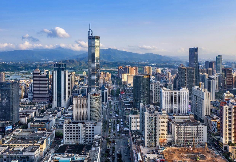 Zicht op de 'elektronicastraat' in Shenzhen. Beeld BELGAIMAGE
