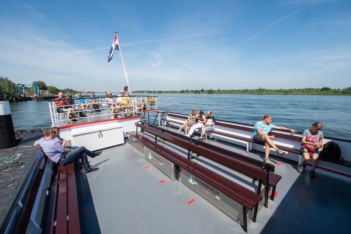 Drimmelen - Pix4Profs/René Schotanus. Rondvaartboot Zilvermeeuw vaart weer uit met coronamaatregelen.