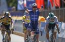 Mark Cavendish wint, Dylan Groenewegen (l) strandt op plek 4.