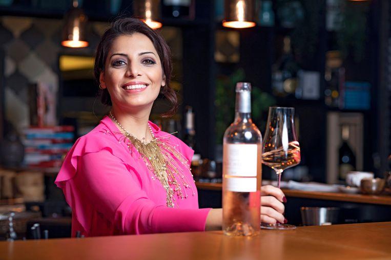 Wij serveerden onze huissommelier Sepideh Sedaghatnia 80 wijnen uit de supermarkt en 20 uit de speciaalzaken. Het leverde 16 absolute toppers op.