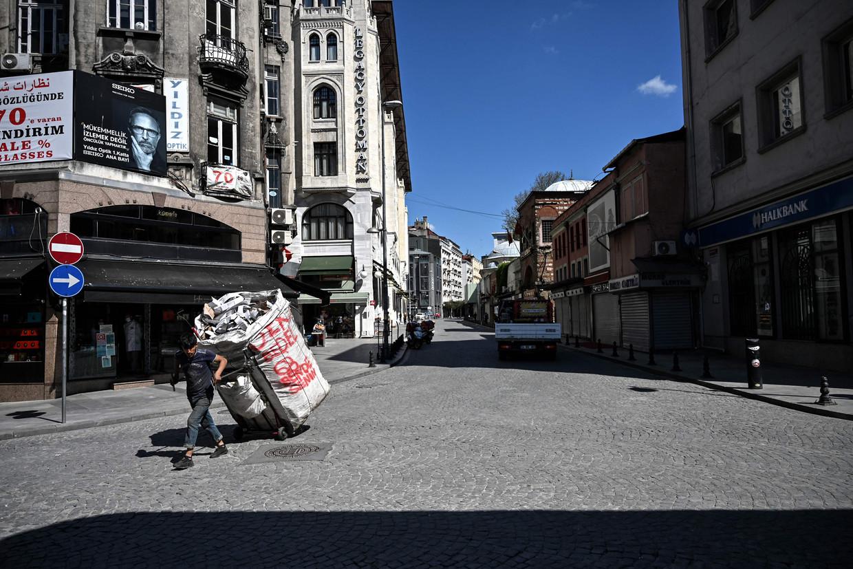 Lege straten in Istanbul vanwege de lockdown.  Beeld AFP