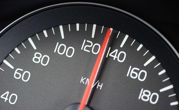 De snelheidsmeter gaf meer dan het dubbele van de toegelaten snelheid aan.