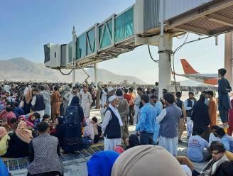 Schrijnende getuigenissen vanop luchthaven Kaboel: peuter vertrappeld door menigte