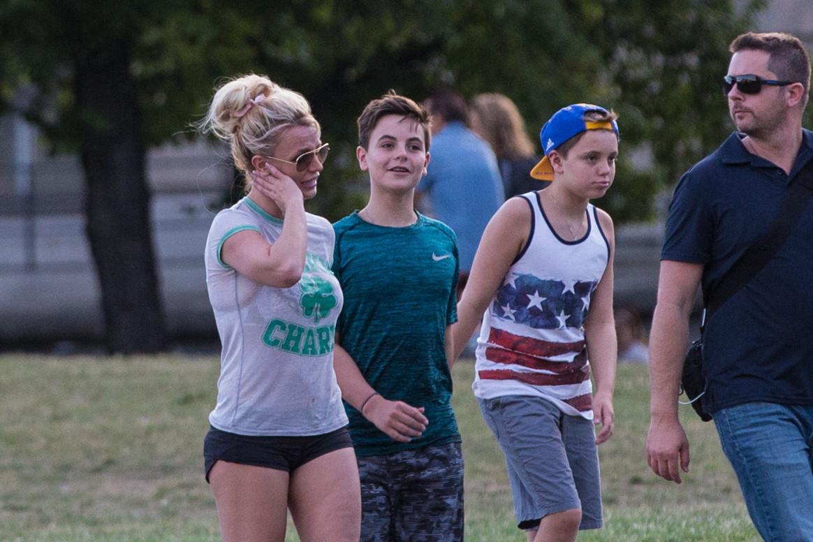 Britney Spears met haar zonen Sean Preston en Jayden (van links naar rechts)