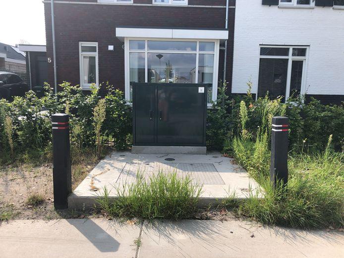 De rioolkast staat al meer dan twee jaar pal voor een huis aan de Hazelaarlaan in Dordrecht.