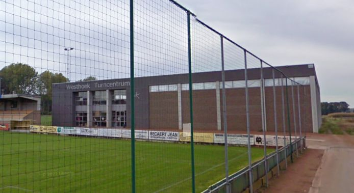 De Turnkring Vlamertinge achter het voetbalveld van KSK Vlamertinge
