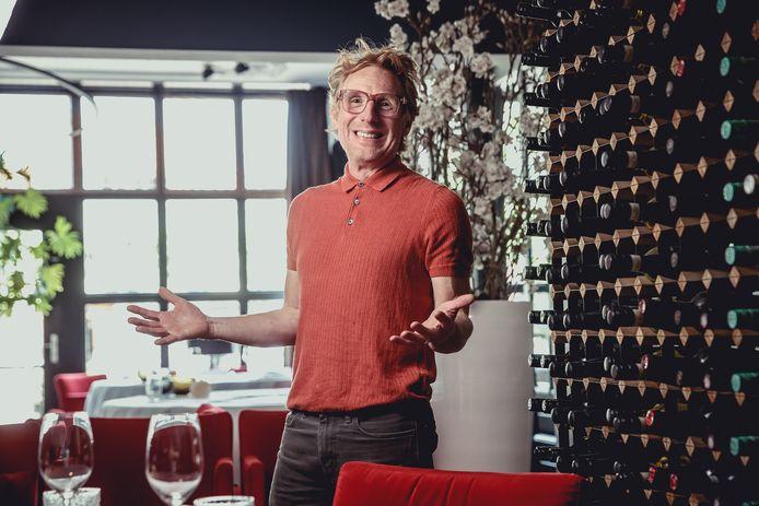 Roland Peijnenburg in burgerkloffie in zijn sterrenrestaurant, het eerste in de regio.
