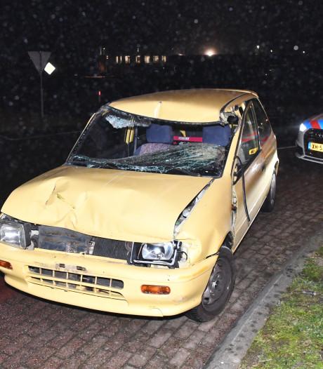Automobilist botst achterop trekker Sluiskil, bestuurder gewond