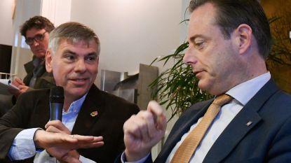 """Filip Dewinter gelooft niet dat cordon doorbroken zal worden: """"Probeert onze kiezers dood te knuffelen"""""""