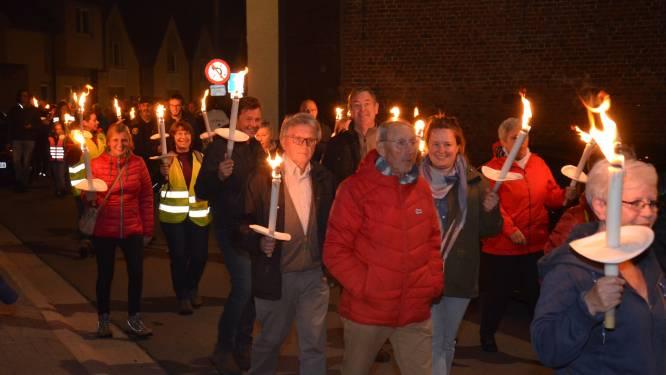 250 mensen nemen deel aan fakkeltocht tijdens 'Nacht van de Duisternis'