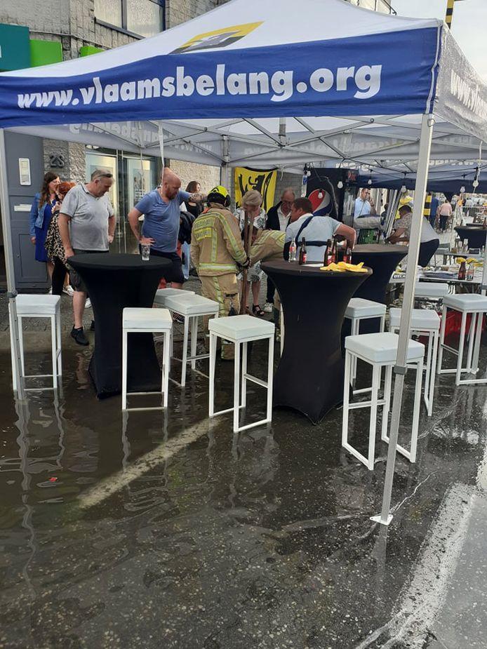 De avondmarkt in Wetteren liep eventjes onder water na een wolkbreuk.