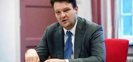 Burgemeester Van Midden trekt regie rond problemen met Poolse super naar zich toe