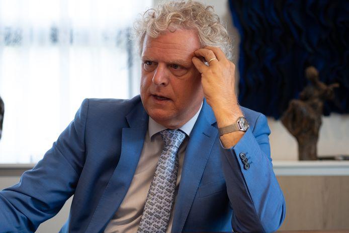 Notaris Eric Feijen uit Heerde buigt zich regelmatig over een testament.