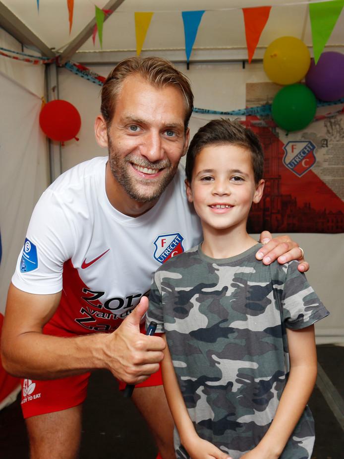 Erhan (8) met Willem Jansen.