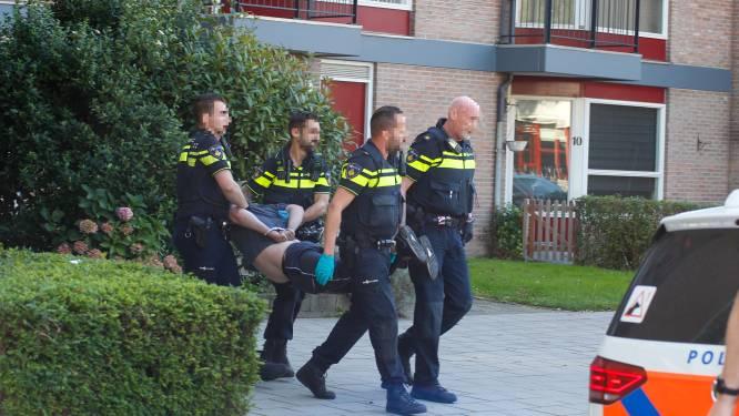 Man met groot mes gaat door het lint in Dordrecht en gaat 'vol in verzet' tegen aanhouding