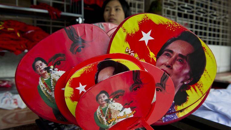 Met winst in 256 van 300 districten stevent Suu Kyi's partij af op een overweldigende meerderheid in het parlement. Beeld afp
