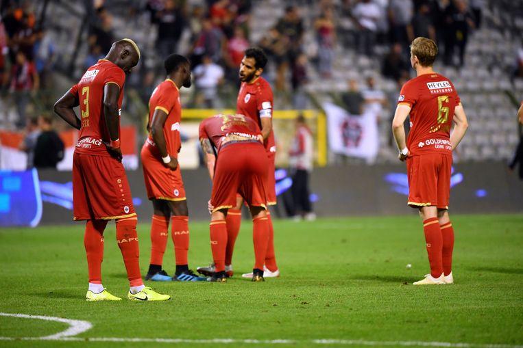 De spelers van Antwerp zijn uiteraard teleurgesteld.  Beeld Photo News