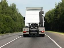 'Mogen vrachtwagens op twee rijstroken voorsorteren?'