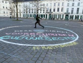 Cirkels Sint-Pietersplein meteen creatief gebruikt: Cultuursector claimt er eentje, boodschap 'het draait vierkant' in andere exemplaren
