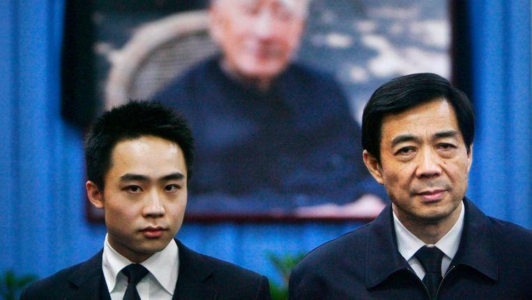 Bo Xilai (rechts) met zijn zoon Bo Guagua in januari 2007. Beeld REUTERS