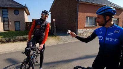 """Campenaerts beloont milieubewuste wielertoerist: """"Ik geef je 50 euro omdat je je papiertje in je achterzak stak"""""""