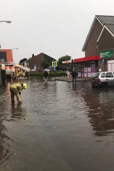 Huizen lopen onder na enorme buien in Oud-Vossemeer en Sint-Annaland: 'In 53 jaar nog nooit meegemaakt'