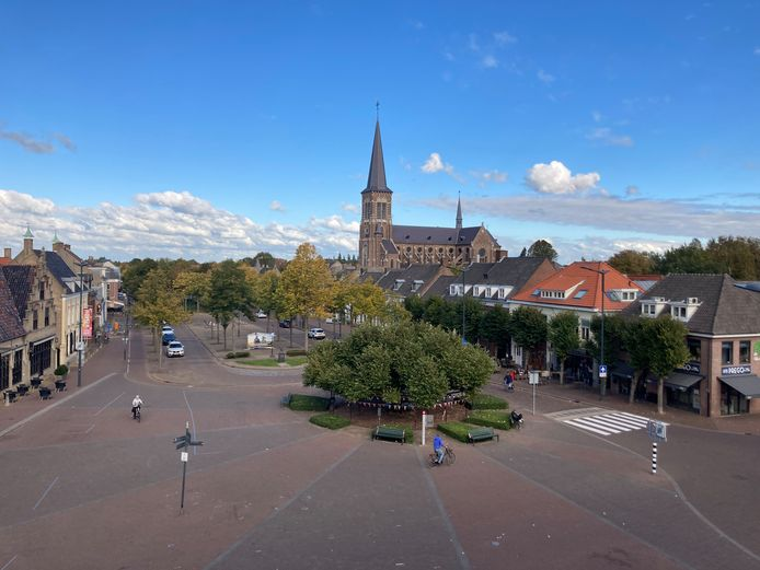 Uitzicht op de Markt en de Moeierboom vanuit het appartement van Toos Kanters
