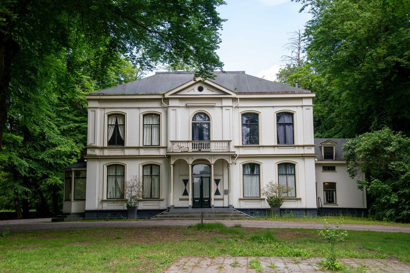 De villa op landgoed De Grote Bunte in Nunspeet. Ook dat pand wordt gebruikt voor de huisvesting van arbeidsmigranten.