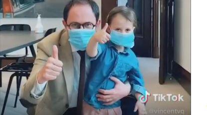Veilig naar school: burgemeester en dochtertje Bo tonen in amusant TikTok-filmpje hoe het moet