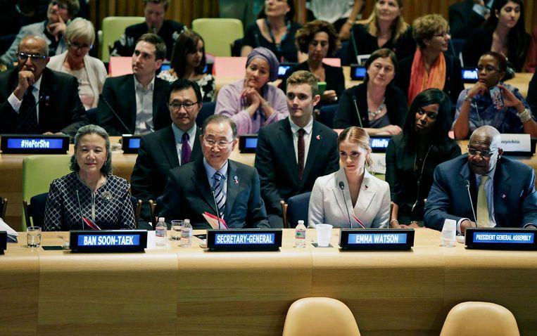 Van links naar rechts op de voorste rij: Ban Soon-Taek, Ban Ki-moon, Emma Watson en Sam Kutesa bij de HeForShe Campaign in New York, 2014.  Beeld EPA