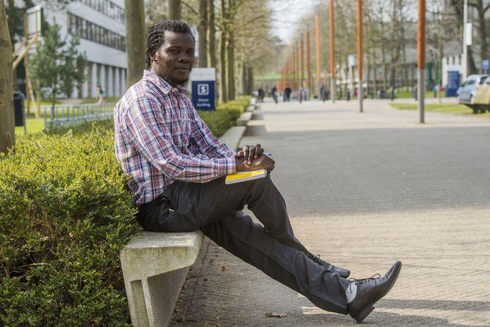 Christoffer uit Zuid-Sudan krijgt een paar maanden onderdak in Tilburg via het Shelter-City project.